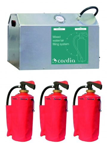 Mixed water/air extinguisher and loading system kit. Crédits :