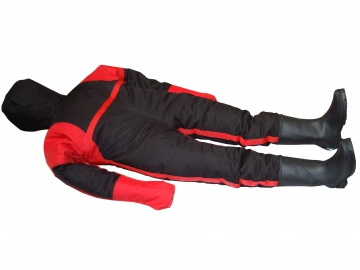 Training manikin – height : 160 cm / weight : 50 kg. Crédits :