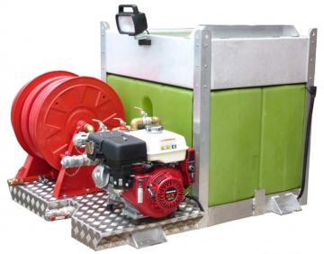 Stand-alone fire kit : 9 HP pump + 2 reservoirs. Crédits :